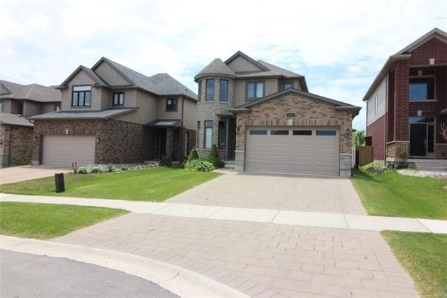 Main Photo: 1716 Beaverbrook Avenue in London: House (2-Storey) for lease : MLS®# X4204297