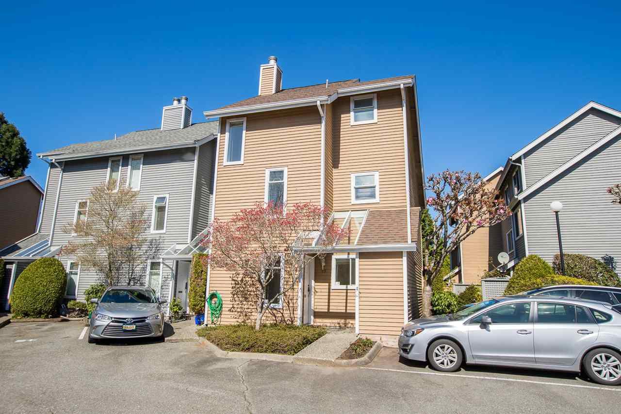 "Main Photo: 19 7400 MINORU Boulevard in Richmond: Brighouse South Townhouse for sale in ""MINORU ESTATES"" : MLS®# R2361356"