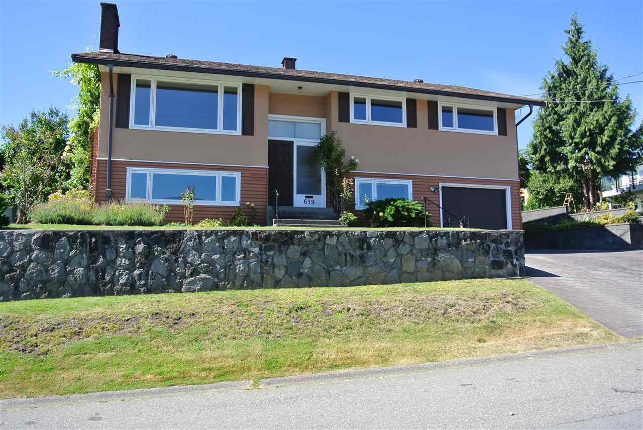 Main Photo: 619 ROSLYN Boulevard in North Vancouver: Dollarton House for sale : MLS®# R2371966