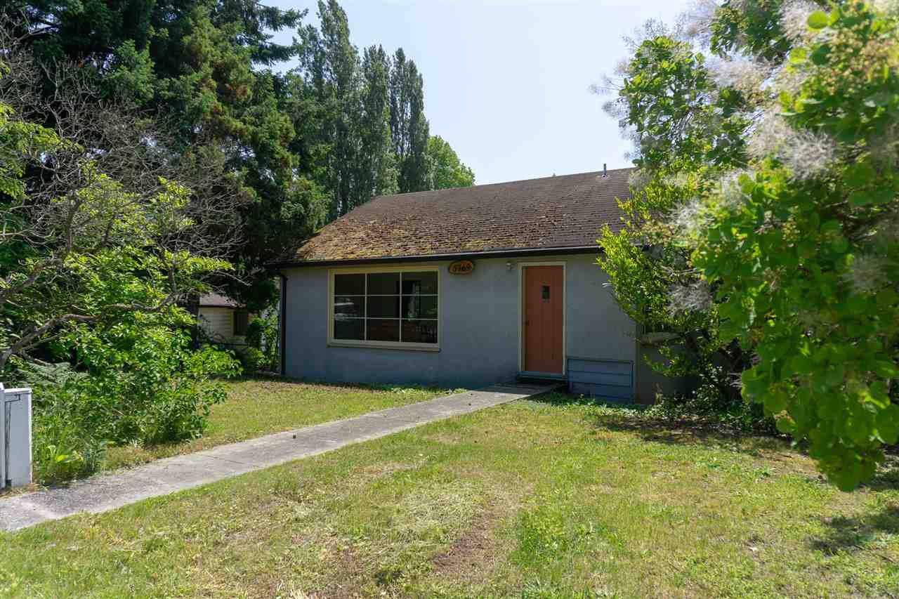 Main Photo: 5769 MERMAID Street in Sechelt: Sechelt District House for sale (Sunshine Coast)  : MLS®# R2378039