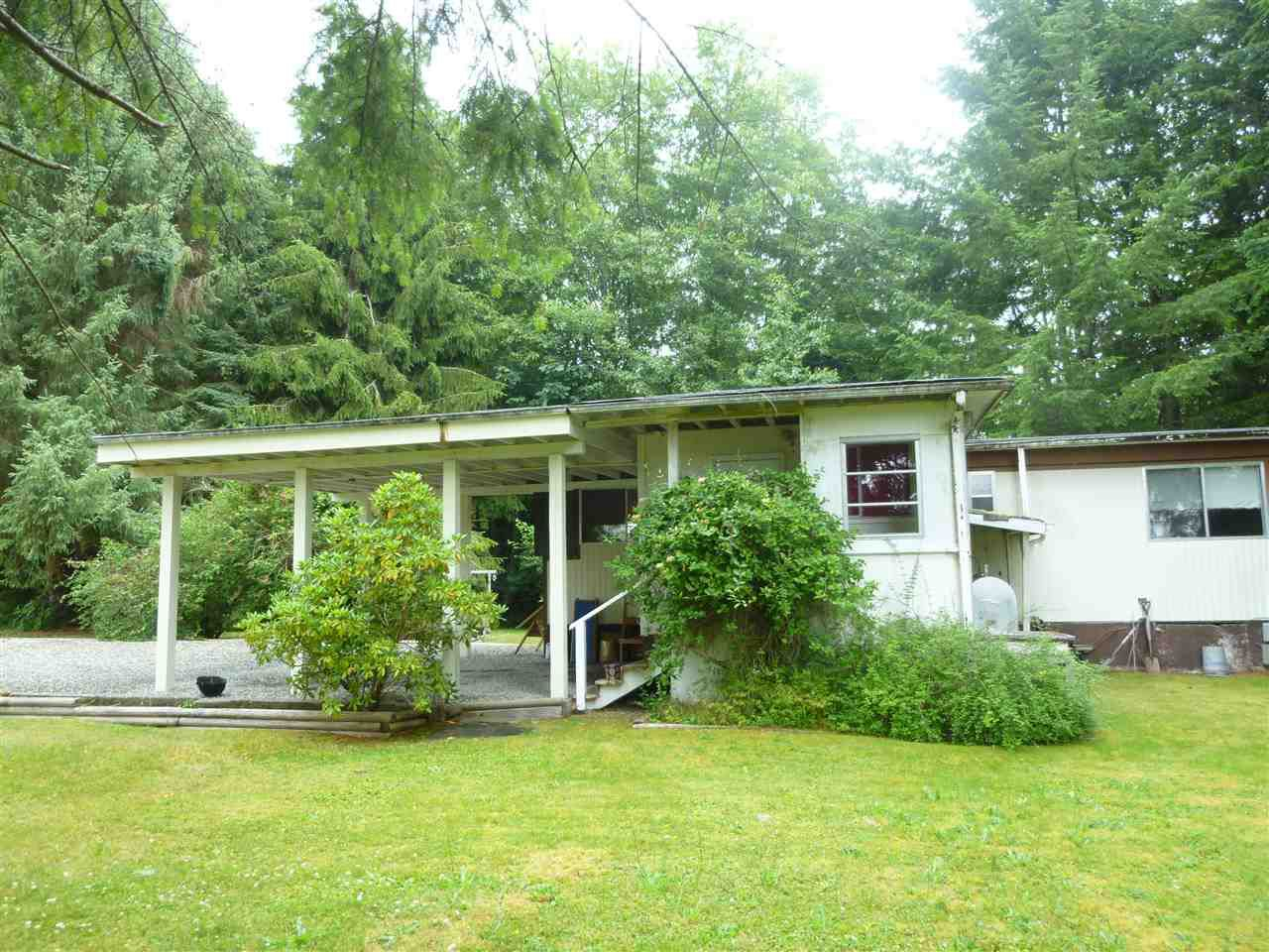 "Main Photo: 44 1413 SUNSHINE COAST Highway in Gibsons: Gibsons & Area Manufactured Home for sale in ""POPLARS MOBILE HOME PARK"" (Sunshine Coast)  : MLS®# R2386625"