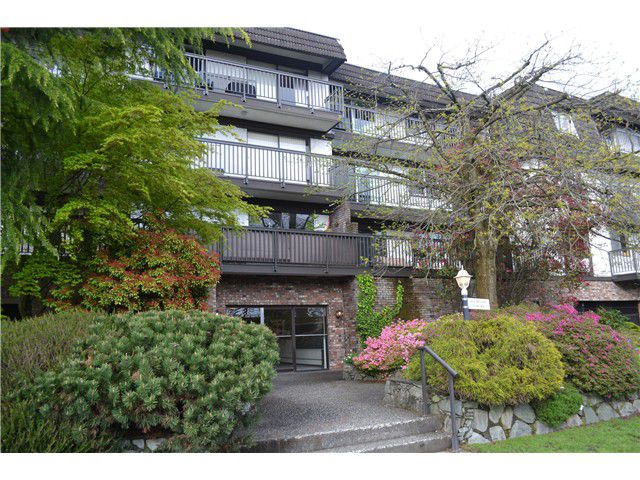 """Main Photo: 313 270 W 3RD Street in North Vancouver: Lower Lonsdale Condo for sale in """"HAMPTON COURT"""" : MLS®# V1060369"""