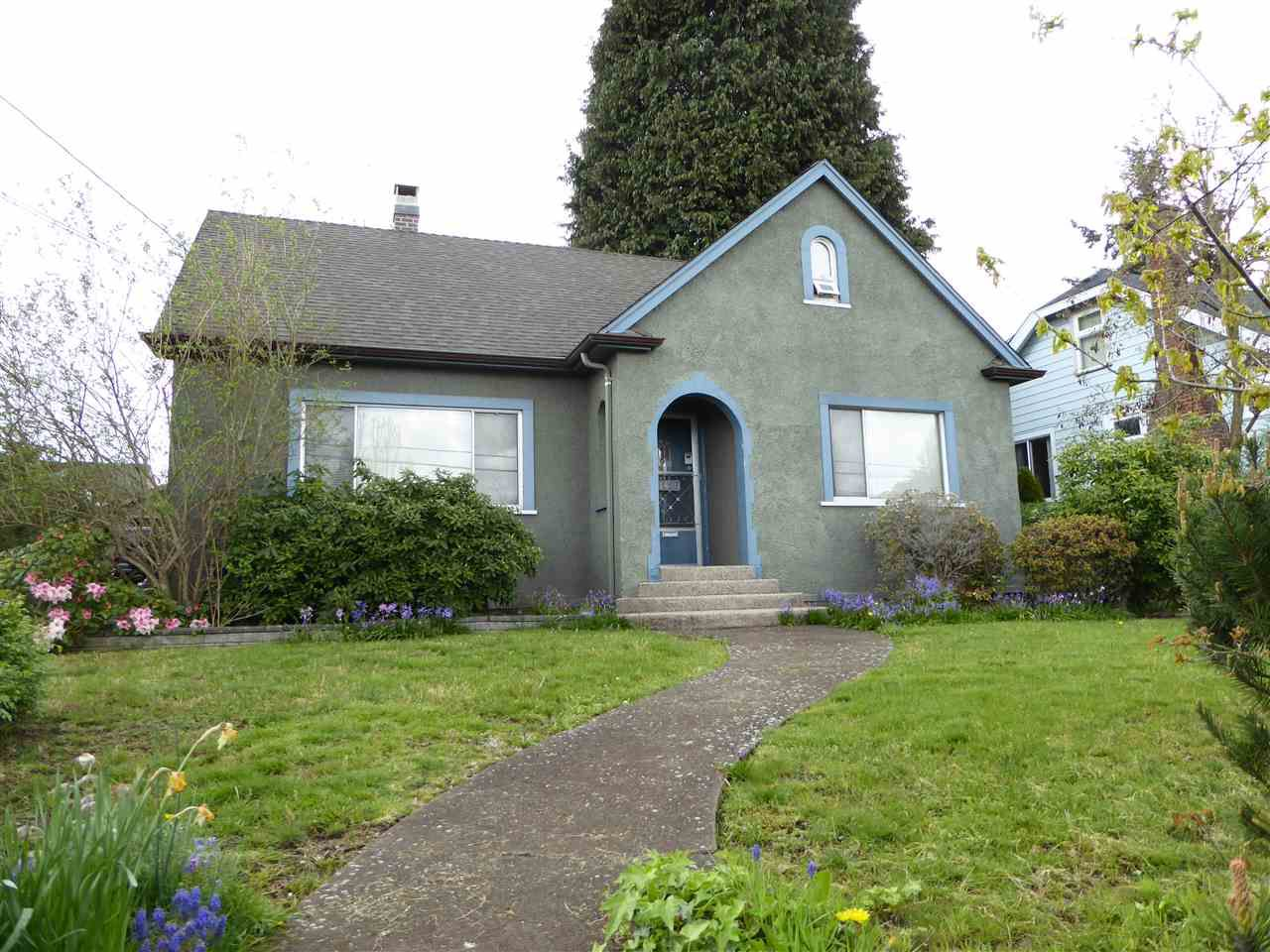 Main Photo: 1427 HAMILTON Street in New Westminster: West End NW House for sale : MLS®# R2059247