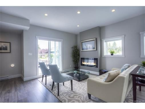 Main Photo: 124 2737 Jacklin Road in VICTORIA: La Langford Proper Townhouse for sale (Langford)  : MLS®# 373350