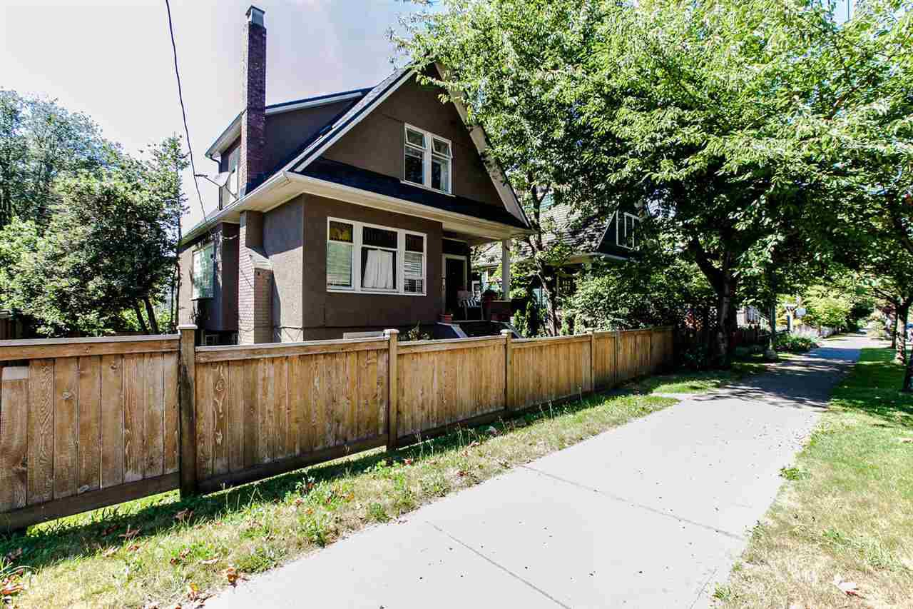 Main Photo: 2749 CAROLINA Street in Vancouver: Mount Pleasant VE House for sale (Vancouver East)  : MLS®# R2158958