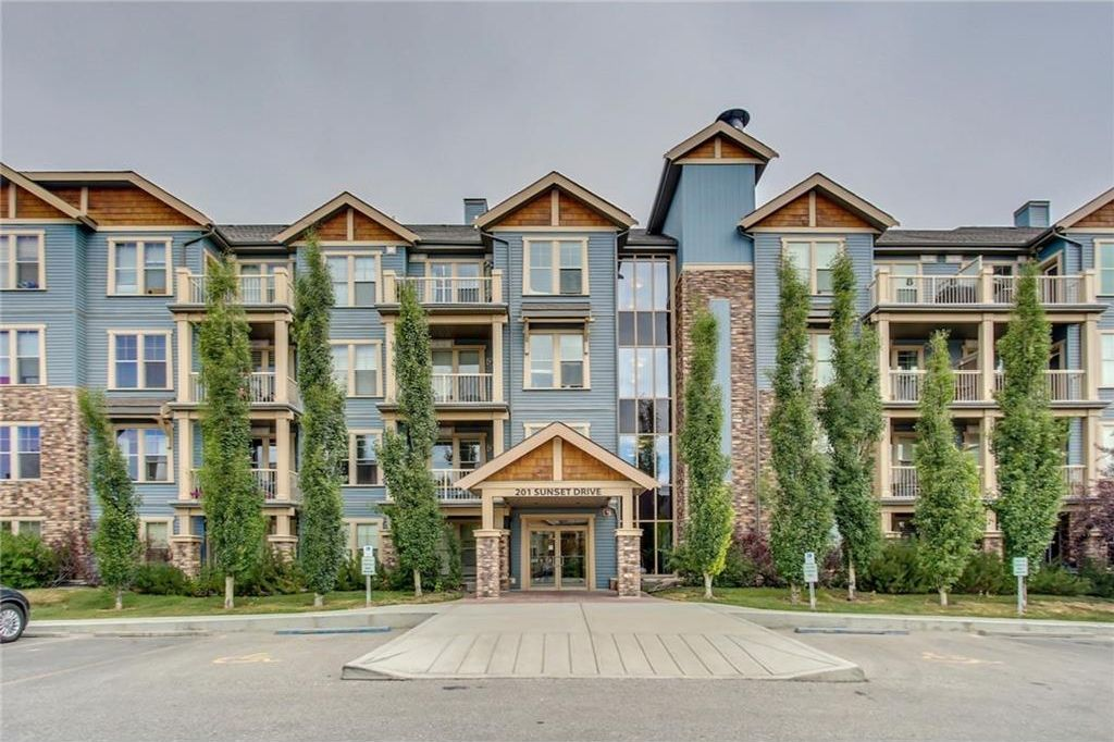 Main Photo: 411 201 SUNSET Drive: Cochrane Condo for sale : MLS®# C4129733