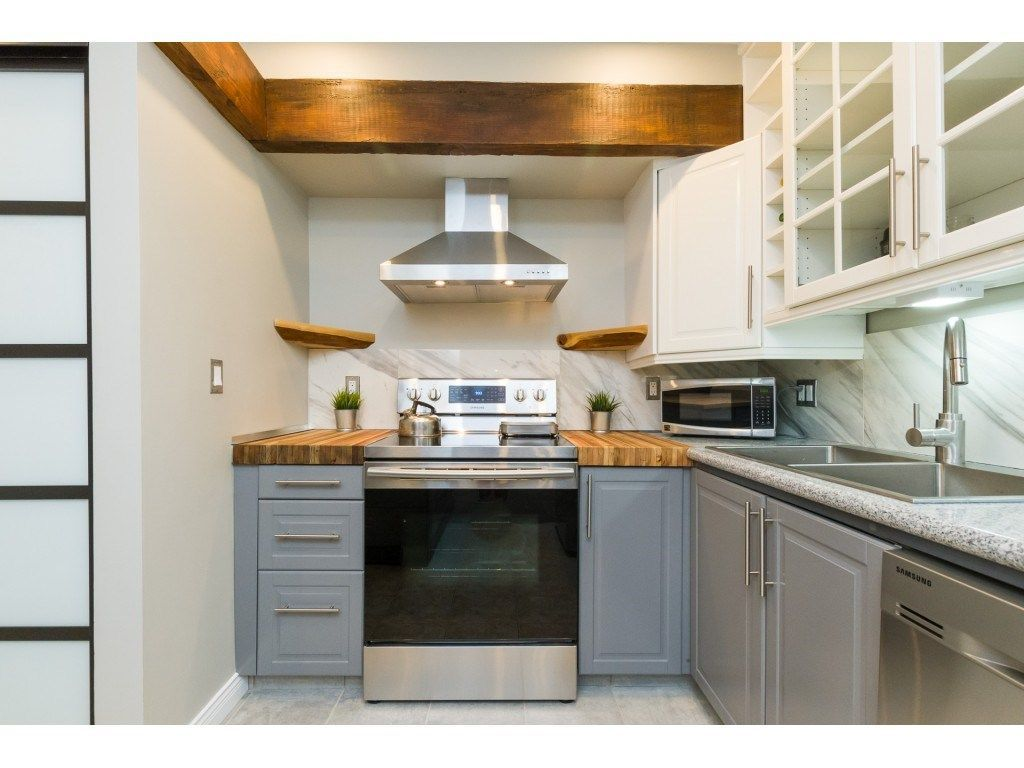 """Main Photo: 305 1341 GEORGE Street: White Rock Condo for sale in """"OCEANVIEW"""" (South Surrey White Rock)  : MLS®# R2296394"""