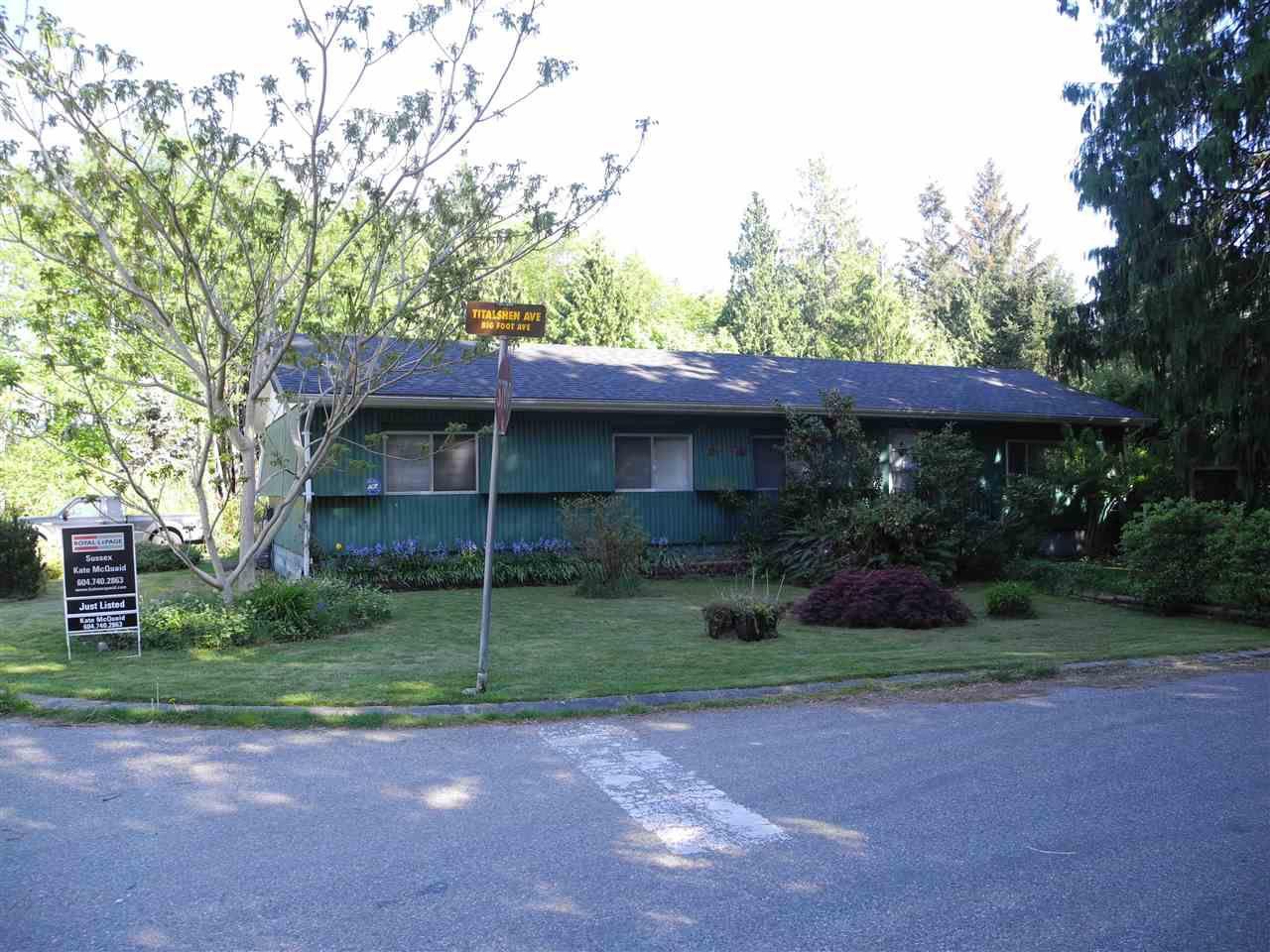 "Main Photo: 1580 TITALSHEN Avenue in Sechelt: Sechelt District Manufactured Home for sale in ""Stalashen"" (Sunshine Coast)  : MLS®# R2328648"