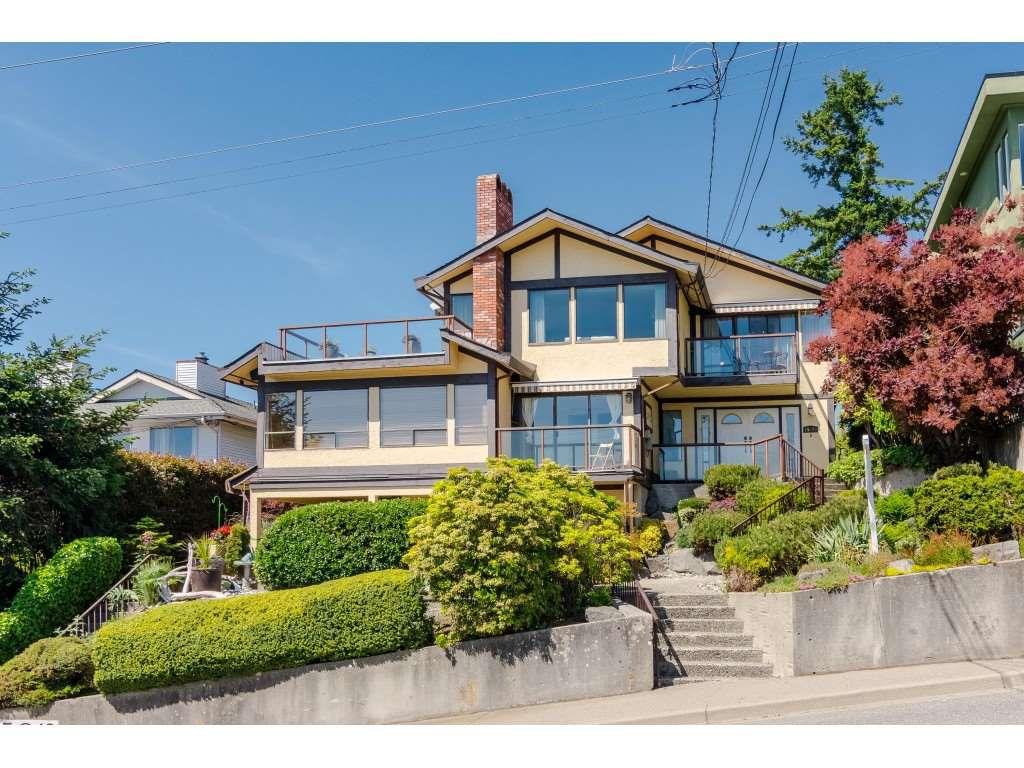 "Main Photo: 15071 BUENA VISTA Avenue: White Rock House 1/2 Duplex for sale in ""WHITE ROCK HILLSIDE"" (South Surrey White Rock)  : MLS®# R2372638"