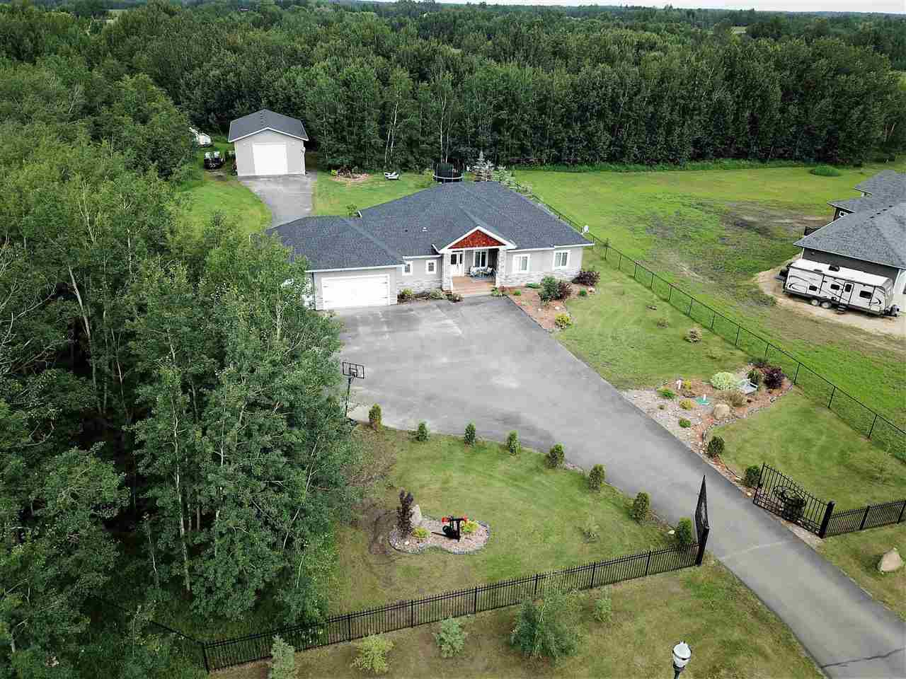 Main Photo: 20 26510 TWP RD 511: Rural Parkland County House for sale : MLS®# E4163153