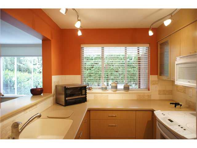 """Main Photo: 106 628 W 13TH Avenue in Vancouver: Fairview VW Condo for sale in """"CONNAUGHT ESTATES"""" (Vancouver West)  : MLS®# V890491"""
