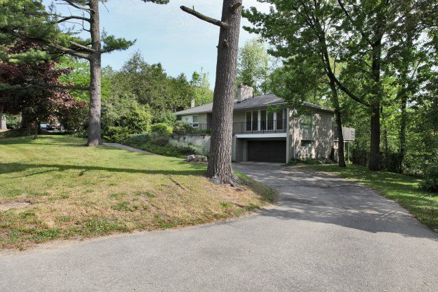 Main Photo: 265 Maple Grove Drive in Oakville: Freehold for sale : MLS®# 2043559