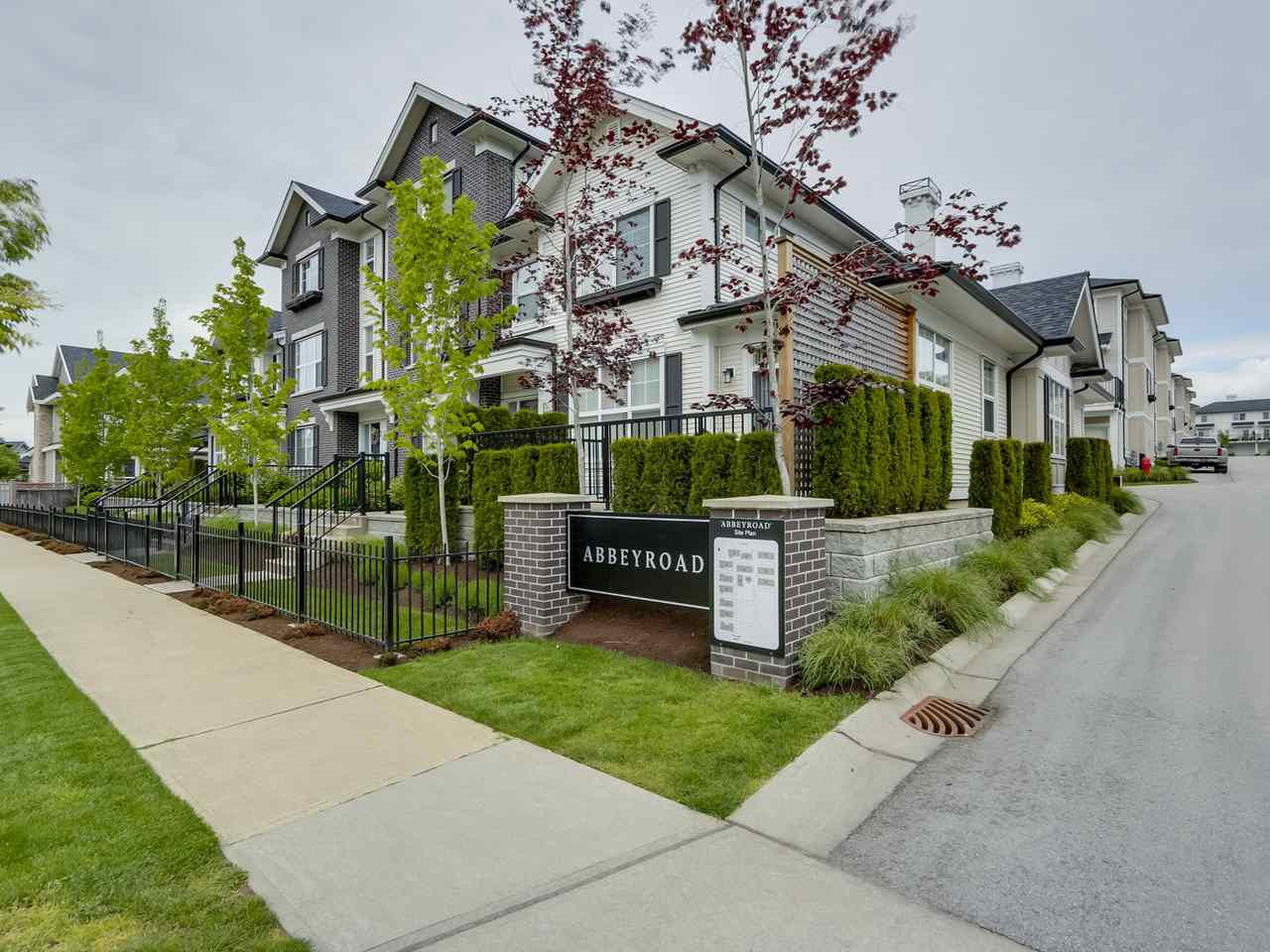 "Main Photo: 9 2469 164 Street in Surrey: Grandview Surrey Townhouse for sale in ""Abby Road"" (South Surrey White Rock)  : MLS®# R2063728"