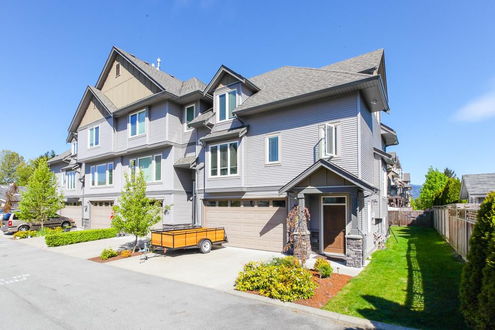 """Main Photo: 9 46083 AIRPORT Road in Chilliwack: Chilliwack E Young-Yale Townhouse for sale in """"Graystone Arbor"""" : MLS®# R2096489"""