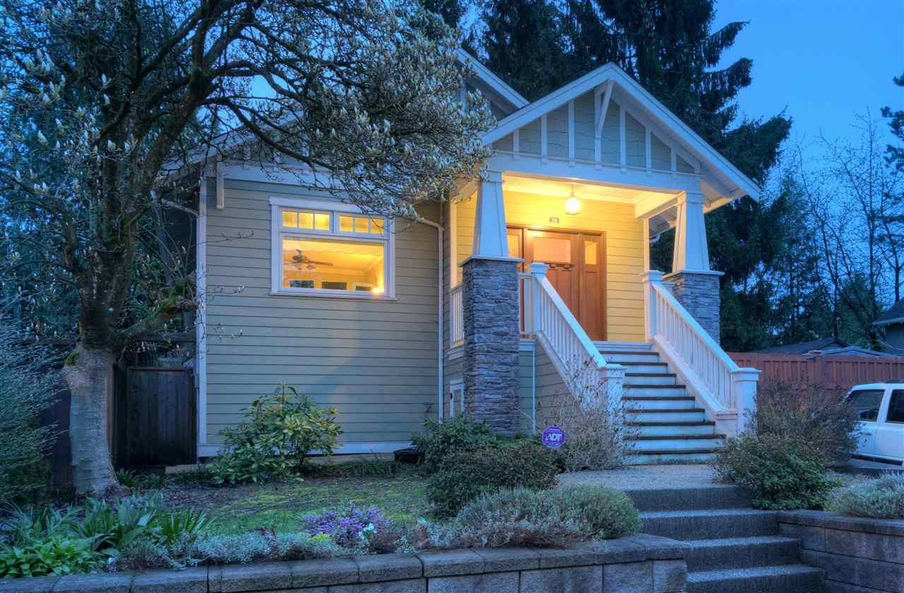 """Main Photo: 216 SIXTH Avenue in New Westminster: Queens Park House for sale in """"QUEENS PARK"""" : MLS®# R2157969"""