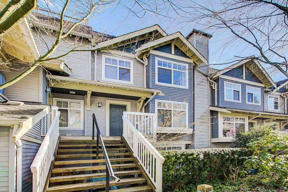 "Main Photo: 38 7488 SOUTHWYNDE Avenue in Burnaby: South Slope Townhouse for sale in ""LEDGESTONE I"" (Burnaby South)  : MLS®# R2347709"