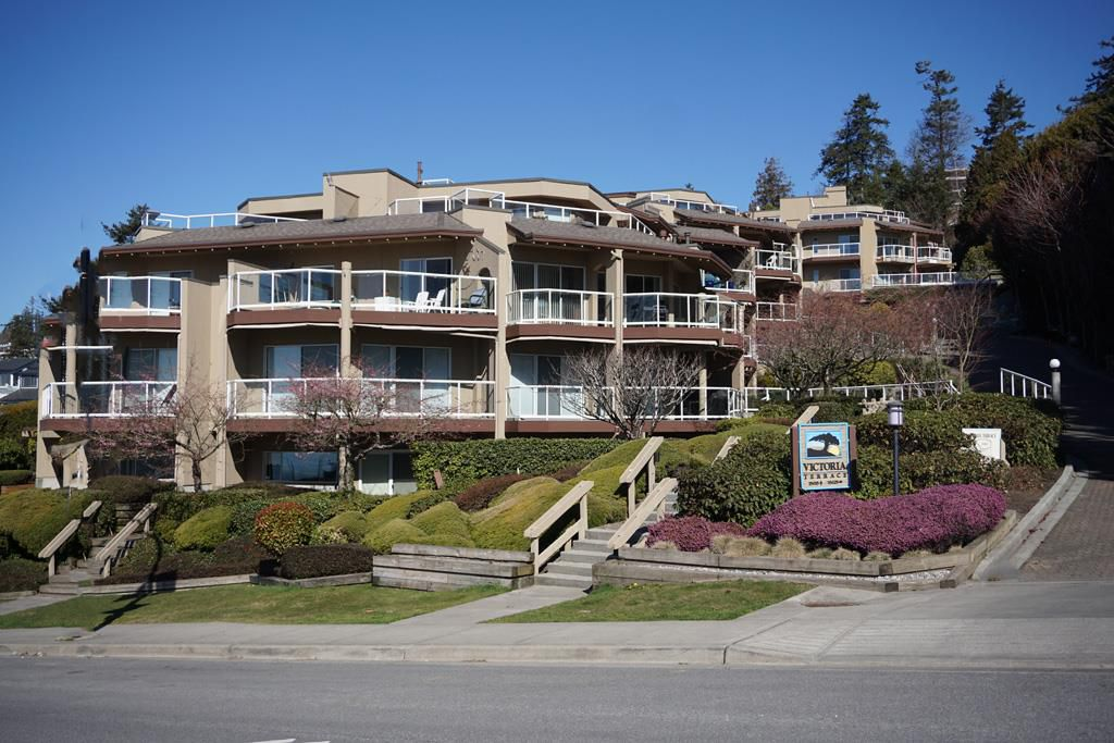 "Main Photo: 102 15015 VICTORIA Avenue: White Rock Condo for sale in ""Victoria Terrace"" (South Surrey White Rock)  : MLS®# R2349801"