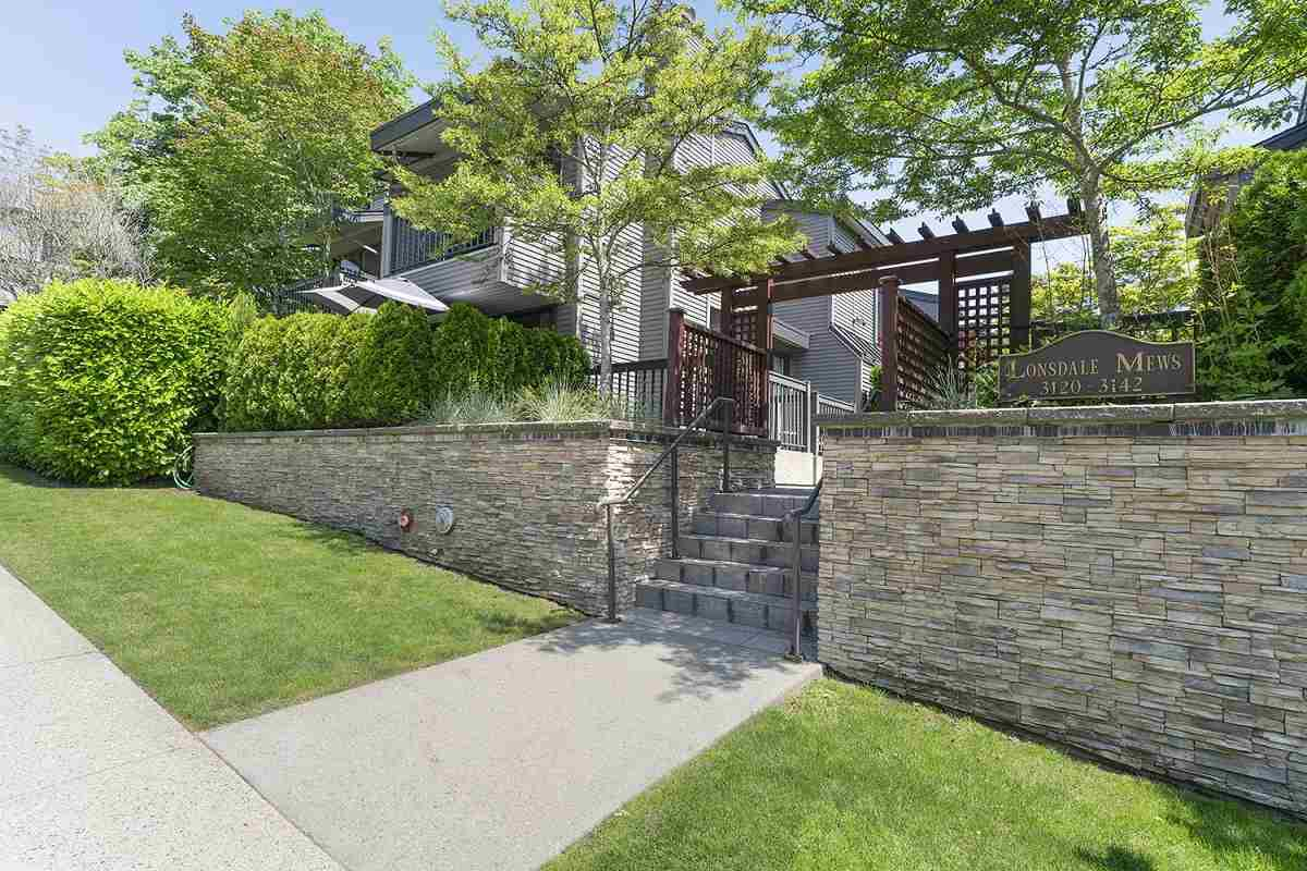 Main Photo: 3120 LONSDALE Avenue in North Vancouver: Upper Lonsdale Townhouse for sale : MLS®# R2376021