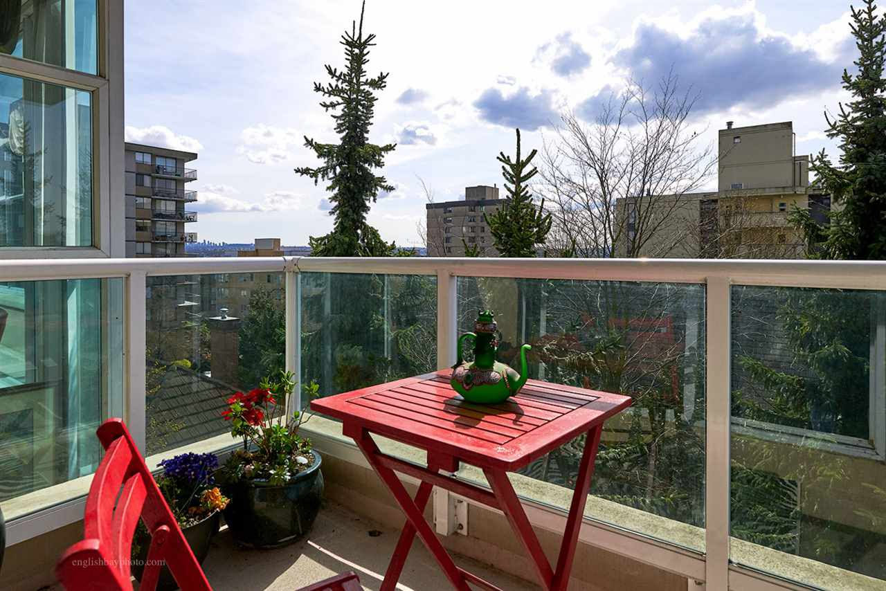"Main Photo: 502 567 LONSDALE Avenue in North Vancouver: Lower Lonsdale Condo for sale in ""CAMELIA"" : MLS®# R2051345"