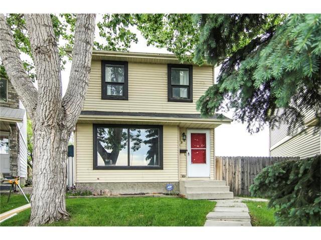 Main Photo: 138 ERIN RIDGE Road SE in Calgary: Erin Woods House for sale : MLS®# C4085060