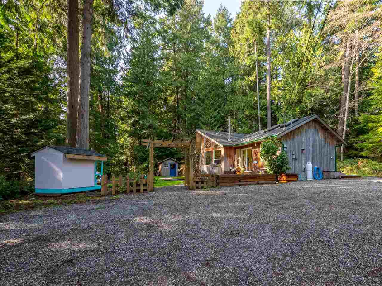 Photo 2: Photos: 1421 MARGARET Road: Roberts Creek House for sale (Sunshine Coast)  : MLS®# R2243186