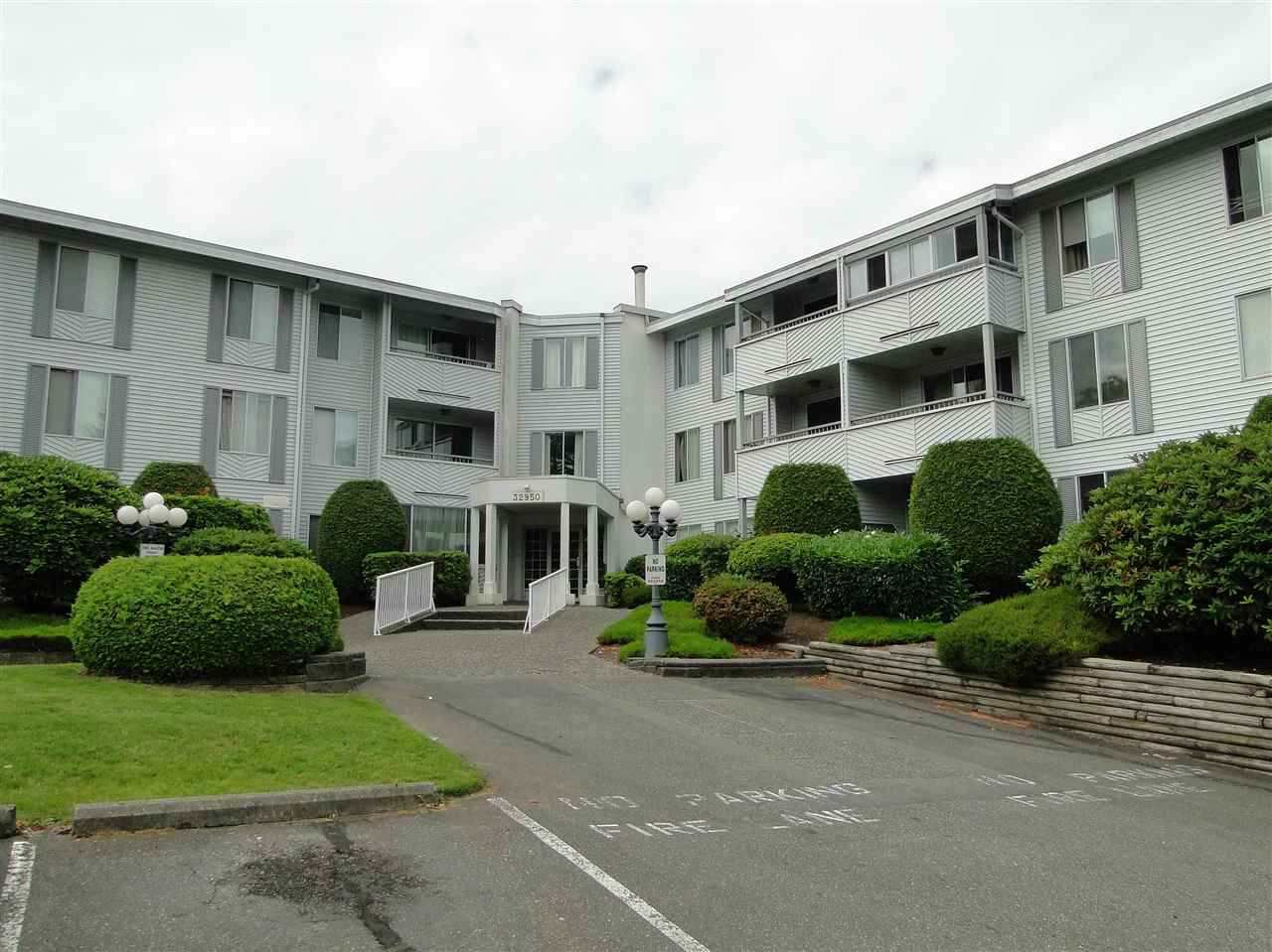 """Main Photo: 303 32950 AMICUS Place in Abbotsford: Central Abbotsford Condo for sale in """"The Haven"""" : MLS®# R2243632"""