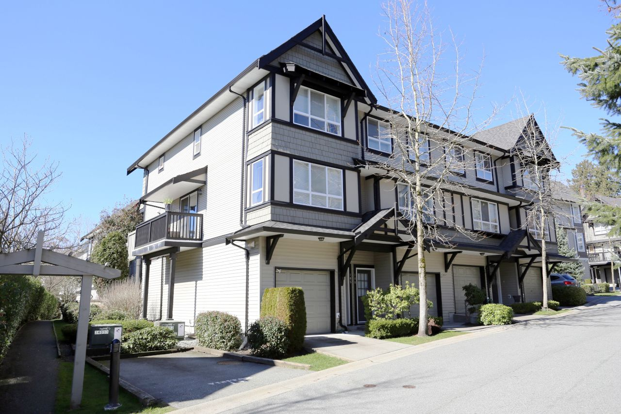 "Main Photo: 105 6747 203 Street in Langley: Willoughby Heights Townhouse for sale in ""Sagebrook"" : MLS®# R2248266"