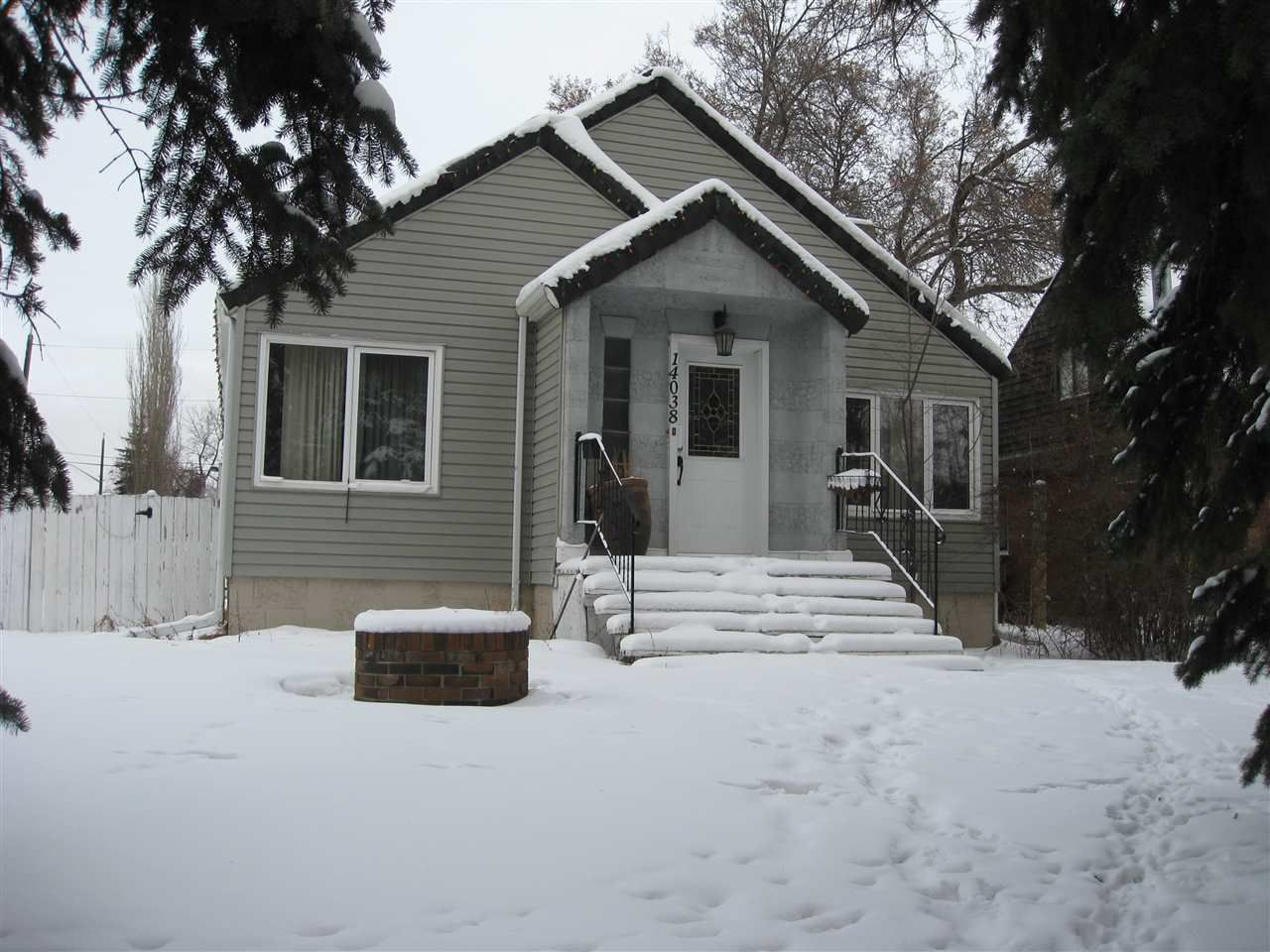 Main Photo: 14038 103 Avenue in Edmonton: Zone 11 House for sale : MLS®# E4144015