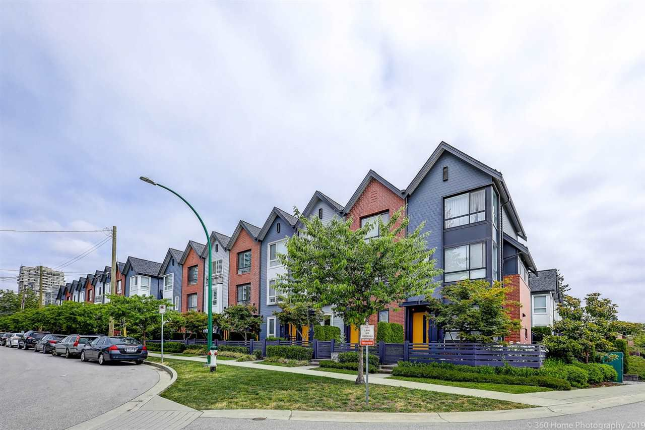 """Main Photo: 15 6868 BURLINGTON Avenue in Burnaby: Metrotown Townhouse for sale in """"Metro"""" (Burnaby South)  : MLS®# R2381005"""