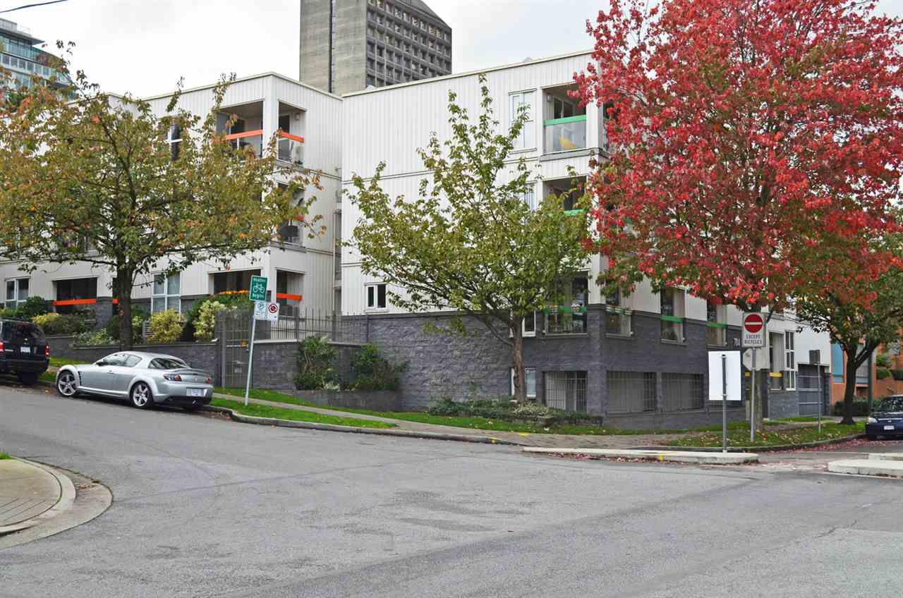 """Main Photo: 9 704 W 7TH Avenue in Vancouver: Fairview VW Condo for sale in """"HEATHER PARK"""" (Vancouver West)  : MLS®# R2011028"""