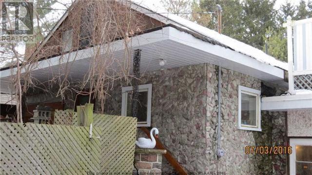 Main Photo: 1484 W Flos Road 4 West St Road in Springwater: Rural Springwater House (1 1/2 Storey) for sale : MLS®# X3513406