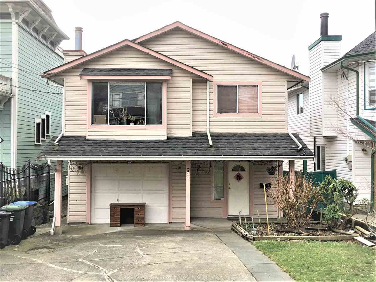 Main Photo: 232 NINTH Street in New Westminster: Uptown NW House for sale : MLS®# R2328147
