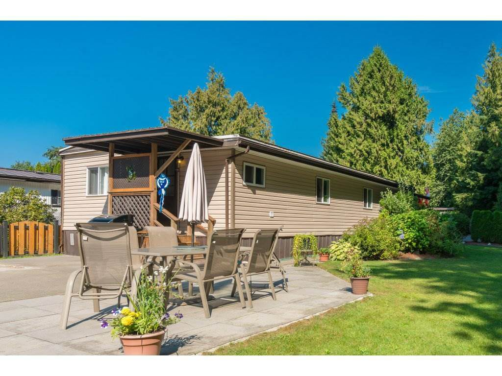 "Main Photo: 201 45835 SLEEPY HOLLOW Road: Cultus Lake Manufactured Home for sale in ""Cultus Lake Estates"" : MLS®# R2329597"