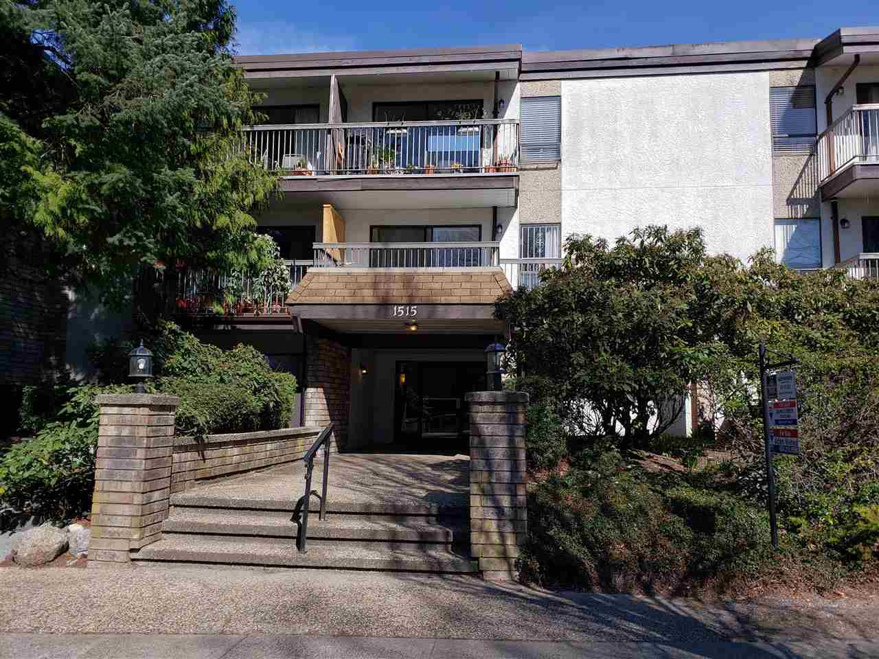 "Main Photo: 214 1515 E 5TH Avenue in Vancouver: Grandview VE Condo for sale in ""WOODLAND PLACE"" (Vancouver East)  : MLS®# R2351988"