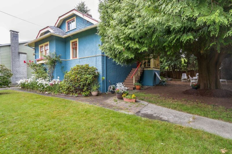 Main Photo: 726 TENTH Street in New Westminster: Moody Park House for sale : MLS®# R2088044