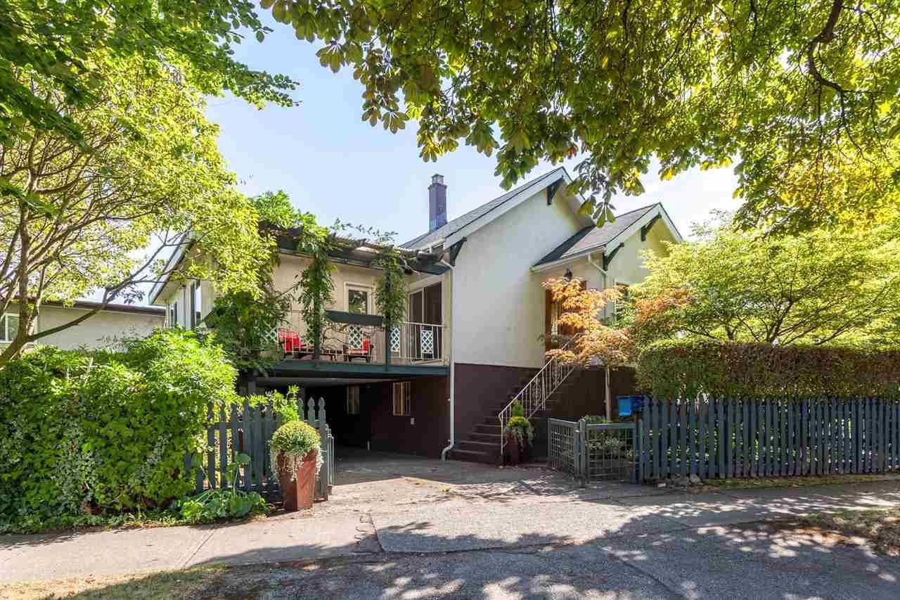 "Main Photo: 3440 COPLEY Street in Vancouver: Renfrew Heights House for sale in ""RENFREW HEIGHTS"" (Vancouver East)  : MLS®# R2210976"