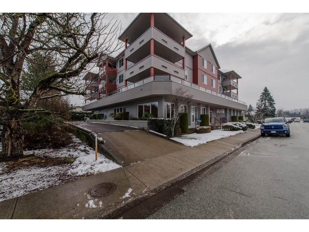 Main Photo: 304 8980 MARY Street in Chilliwack: Chilliwack W Young-Well Condo for sale : MLS®# R2236949