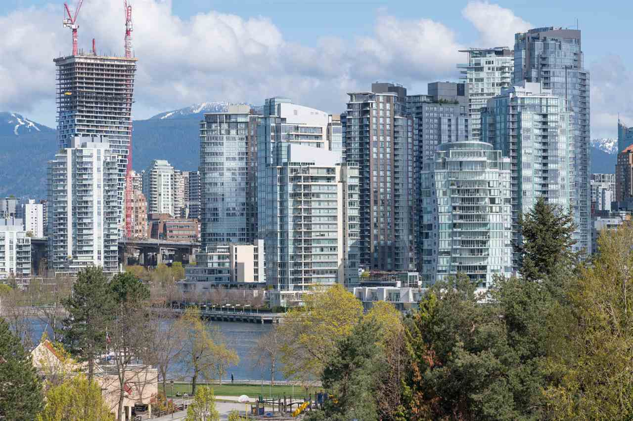 """Main Photo: 19 939 W 7TH Avenue in Vancouver: Fairview VW Townhouse for sale in """"MERIDIAN COURT"""" (Vancouver West)  : MLS®# R2259836"""