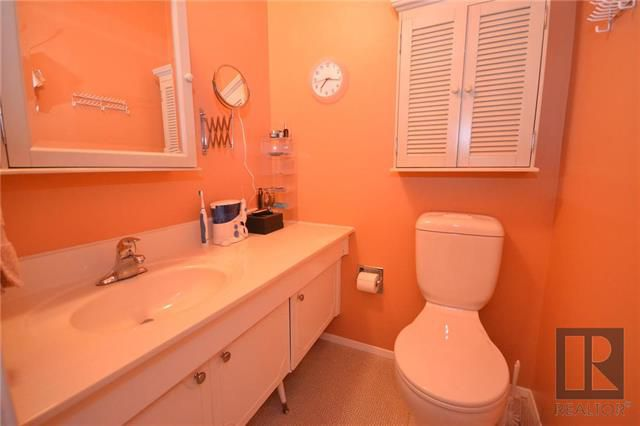 Photo 12: Photos: 37 Cormorant Bay in Winnipeg: Southdale Residential for sale (2H)  : MLS®# 1826557