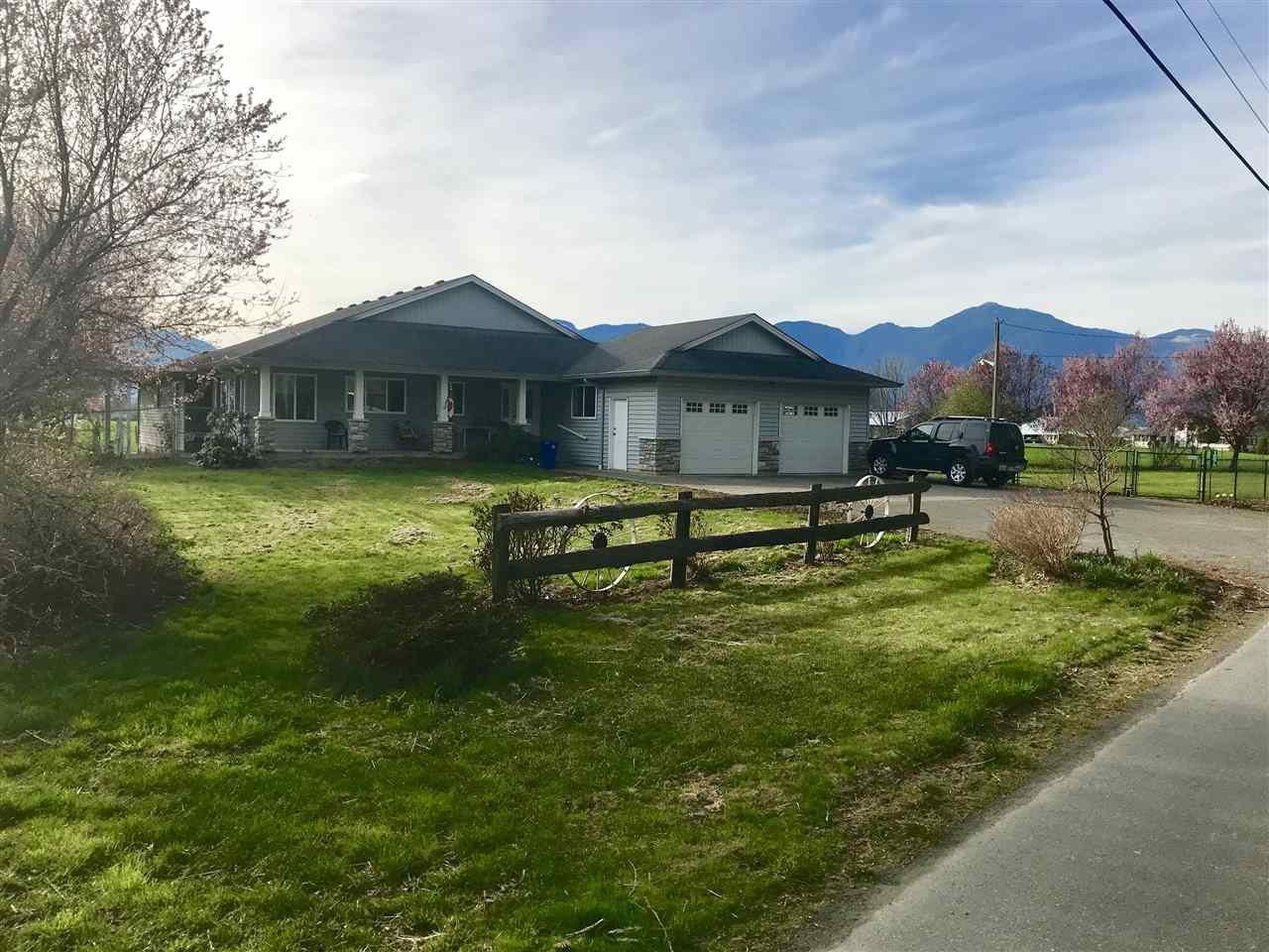 Main Photo: 10675 KITCHEN Road in Chilliwack: Fairfield Island House for sale : MLS®# R2356168