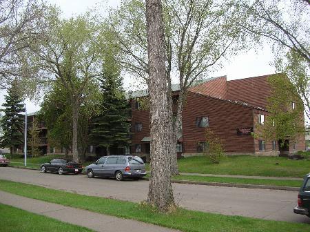 Main Photo: - Redwood Manor - 27 Condo Unit Apartment Complex
