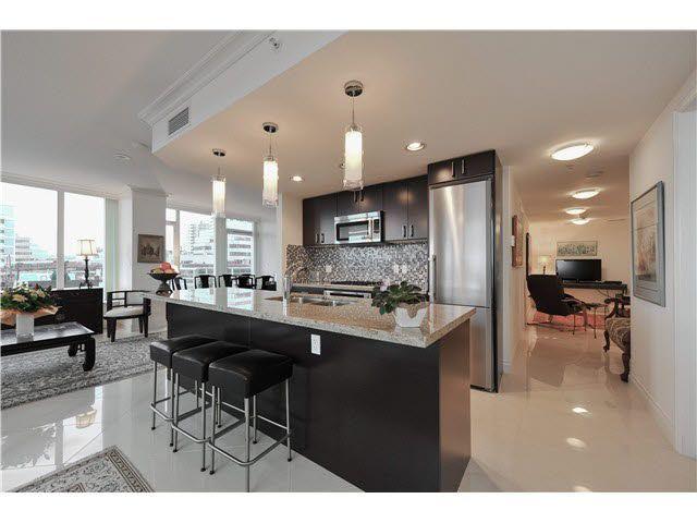 Main Photo: 202 133 E ESPLANADE Avenue in North Vancouver: Lower Lonsdale Condo for sale : MLS®# V1110688