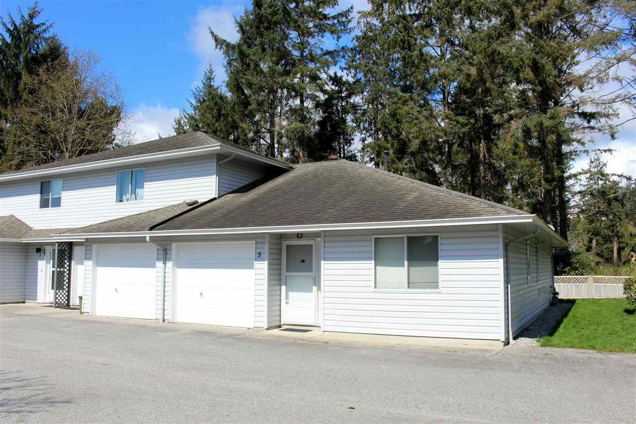 "Main Photo: 5 5706 EBBTIDE Street in Sechelt: Sechelt District Townhouse for sale in ""EBBTIDE VILLAGE"" (Sunshine Coast)  : MLS®# R2155983"