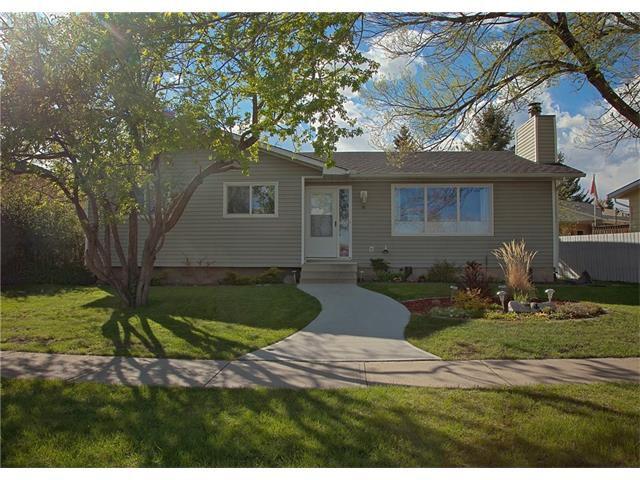 Main Photo: 74 OKOTOKS Drive: Okotoks House for sale : MLS®# C4116084