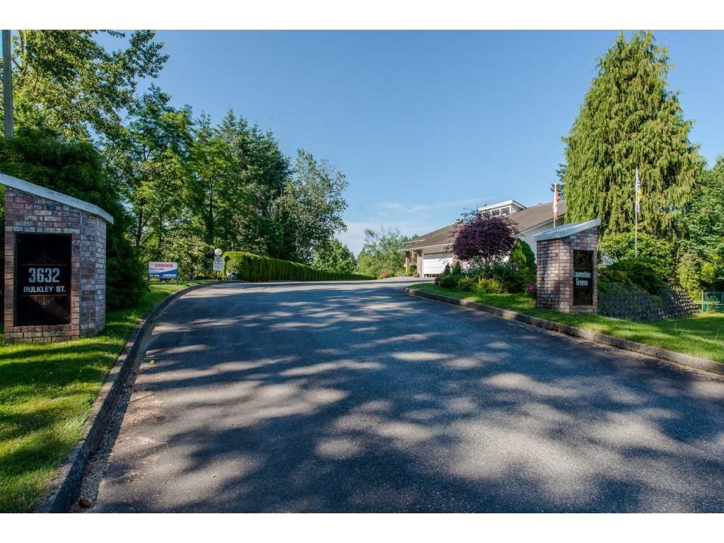 """Main Photo: 9 3632 BULKLEY Drive in Abbotsford: Abbotsford East Townhouse for sale in """"Laurentian Green"""" : MLS®# R2181106"""