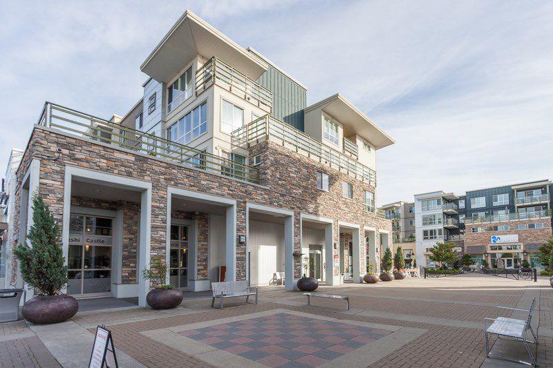 Main Photo: 305 15785 CROYDON DRIVE in Surrey: Grandview Surrey Condo for sale (South Surrey White Rock)  : MLS®# R2175151