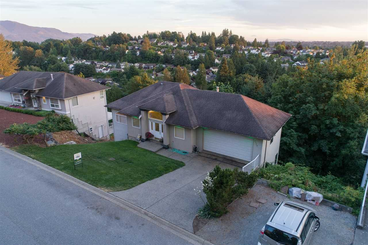 """Main Photo: 2773 ST MORITZ Way in Abbotsford: Abbotsford East House for sale in """"Glen Mountain"""" : MLS®# R2192404"""
