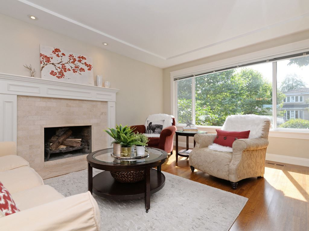 Main Photo: 19 E 39 Avenue in Vancouver: Main House for sale (Vancouver East)  : MLS®# R2242634