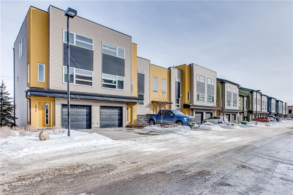 Main Photo: 252 COVECREEK Circle NE in Calgary: Coventry Hills House for sale : MLS®# C4166113
