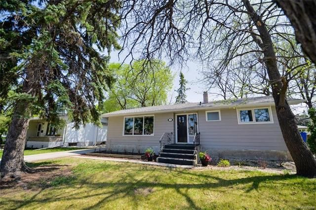 Main Photo: 18 Wakefield Bay in Winnipeg: Pulberry Residential for sale (2C)  : MLS®# 1812637